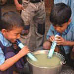 LifeStraw Personal - Filtre d'eau personnelle pour la randonnée, le camping, le voyage, les sports en plein air, en situation d'urgence. Enlève bactéries et protozoaires de la marque LifeStraw image 6 produit